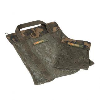 Чанта за топчета Fox Camolite Air Dry Bag + Hookbait Bag на Fox представляват удобна чанта за съхранение на бойли топчета плюс малка торбичка за стръв.